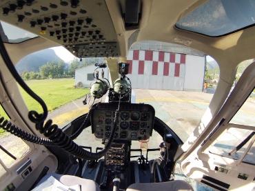 Bell 407 cockpit-1